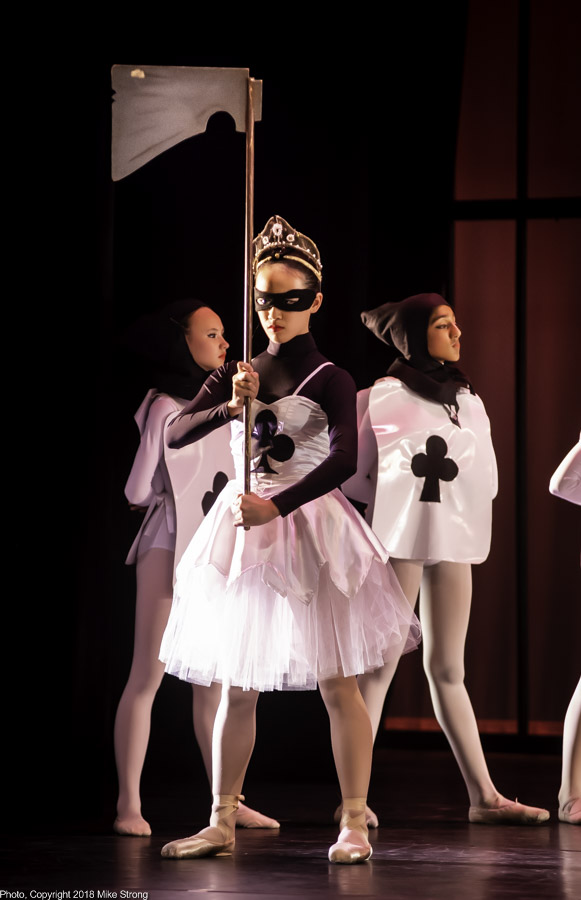 Anne Chen as The Executioner - Alice in Wonderland - dress No 2 (Fri)