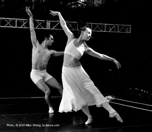 Pam Auinbauh and Erik Sobbe in Flow by Paula Weber - UMKC at Dance in the Park 2010 photo by Mike Strong kcdance.com