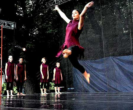 Laura Pritchard with City in Motion Dance Co. - Dance in the Park 2007