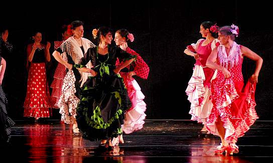 Front: Maria Aranda and Cindy Bleck - Ole Flamenco