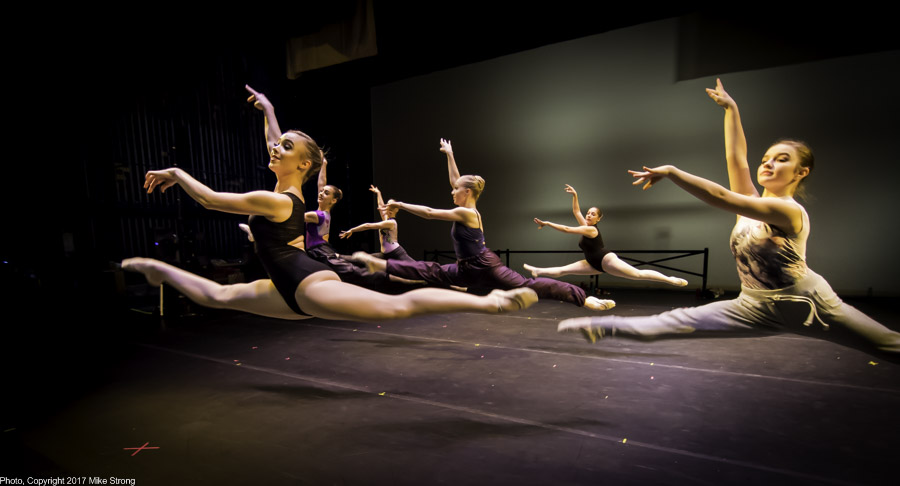 Company class before the Saturday evening performance - Hannah Baillie, Julia Harshbarger, Miriam Rogers, Annie Cook