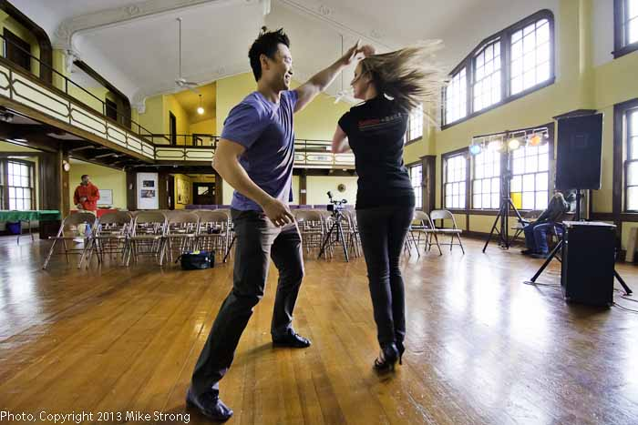 Allan Chow and Hannah Bechtold of Sabor Baile rehearsing pre-performance