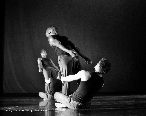 Tracy Kofford, Erik Sobbe, Telly Fowler, Michael Tomlinson in The Wright by The Band and choreographed by Tracy Kofford, Telly Fower and the dancers