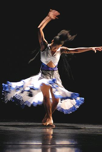 Karah Abiog in Angelitos Negros by Donald McKayle dancing with Wylliams/Henry for the Fall 2008 concert 11, 12 septembre